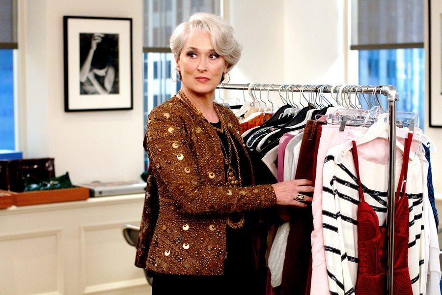 Какие оттенки в одежде делают женщину моложе