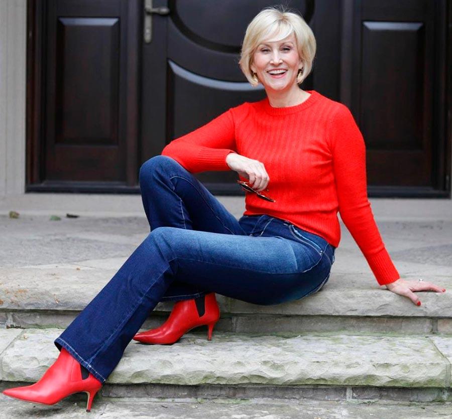красный цвет дает эффект anti-age в одежде