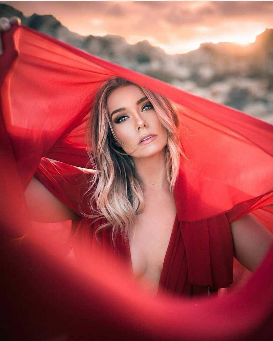 макияж для блондинки под красное платье