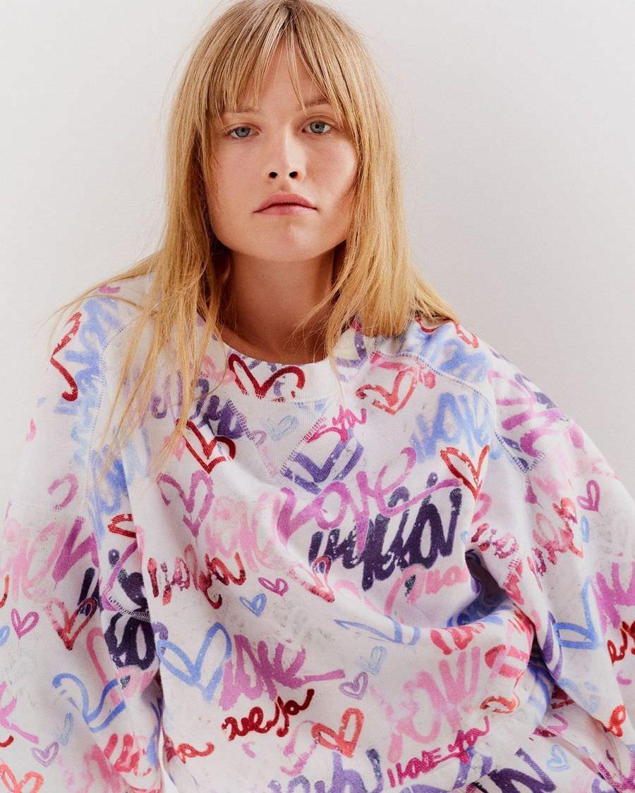 printed sweatshirt with an urban feel