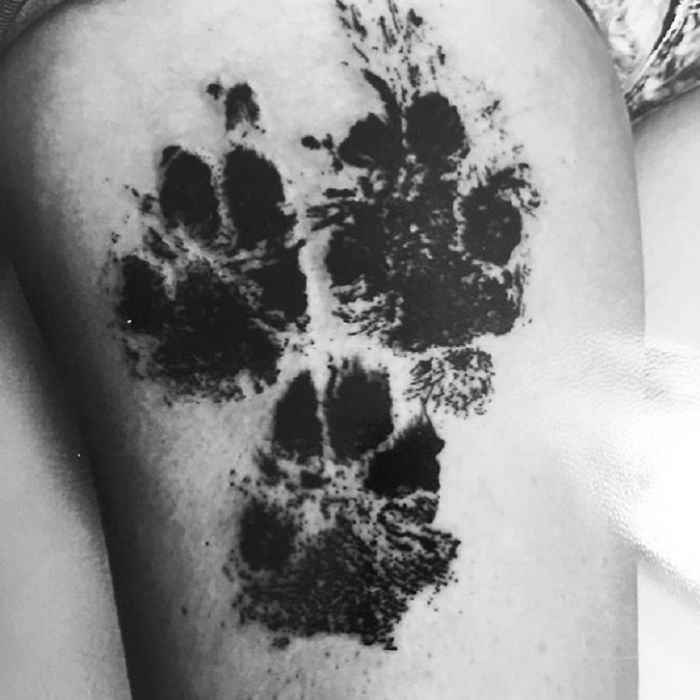 The-paws-of-the-dogs-are-being-tattooed-on-their-owners-and-the-result-is-adorable-59b3380e790e7__700